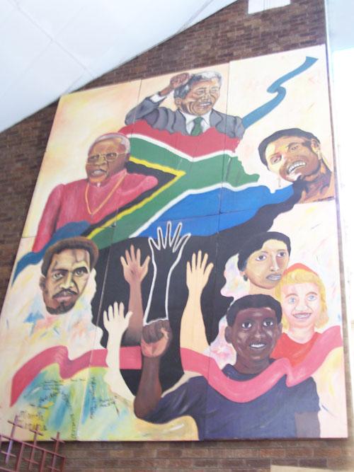 Mural de razas y personalidades de Surafrica