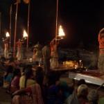 Ofrendas al río 'madre' en Varanasi