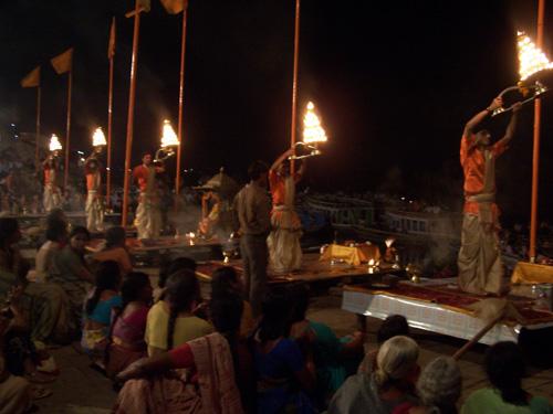 Ofrendas en Varanasi