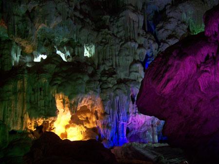Iluminación de Wooden Stakes Cave
