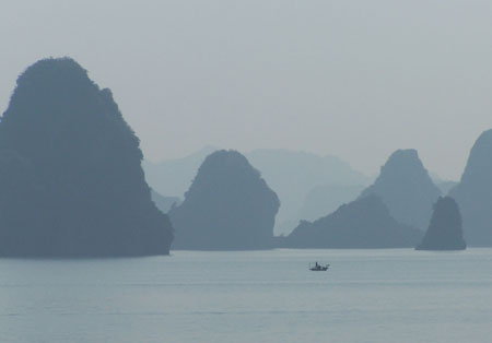 Halong Bay entre la bruma