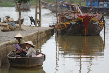 Embarcaciones en el centro de Hoi An