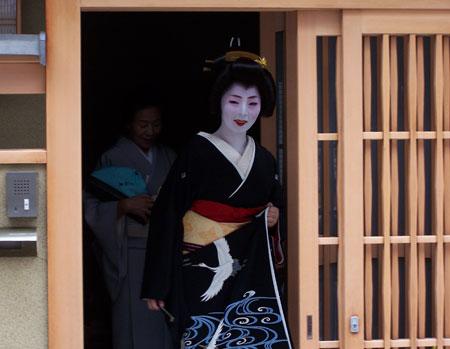 Geisha con  el traje tradicional