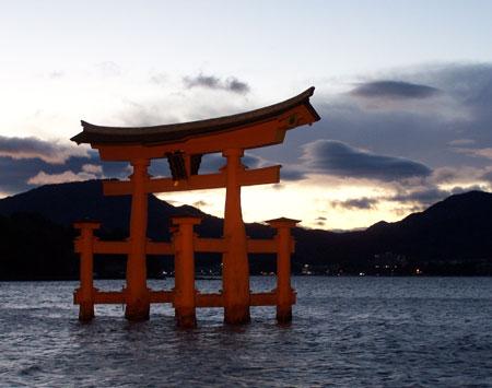Puesta de sol en el Torii de Miyajima