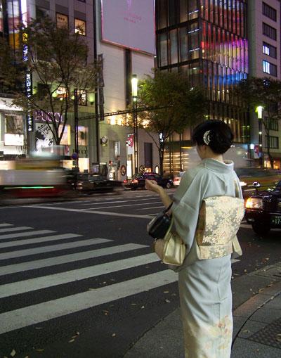 Mujer en Harumi Dori (Ginza)