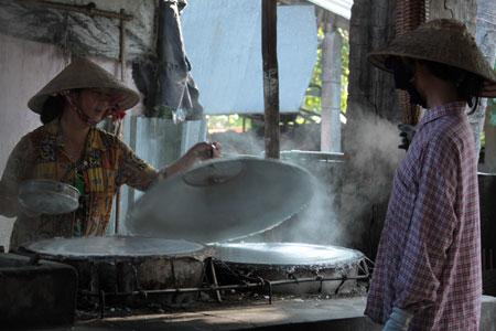 Preparando papel de arroz