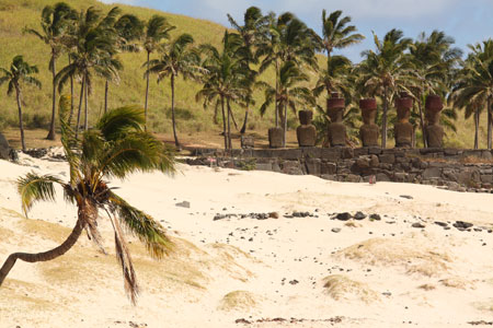 Moais en la playa de Anakena