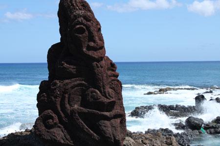 Frente a la costa de Hanga Roa
