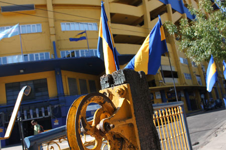 La Boca viste de amarillo y azul