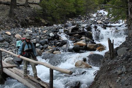 Cruzando ríos (con puente)