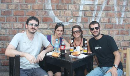 Por San Telmo con Aldana y Dino
