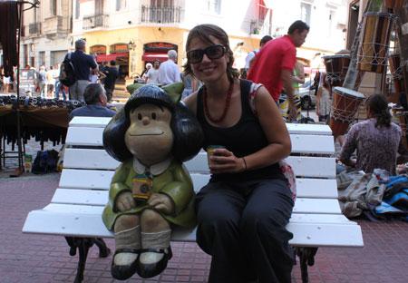 Silvia y Mafalda tomándose un café en San Telmo