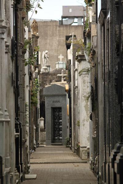 Calle del cementerio Recoleta
