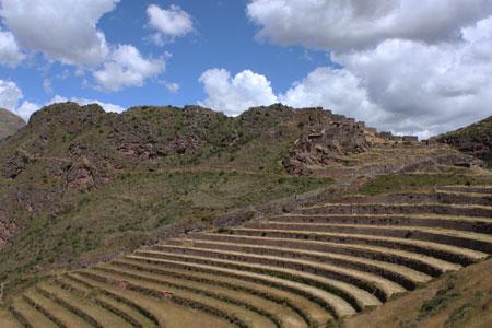 Terrazas y construcciones incas en Pisaq