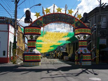 Calle adornada para el Mundial